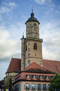 Die St. Bartholomäuskirche mit ihrem 45m hohem Turm